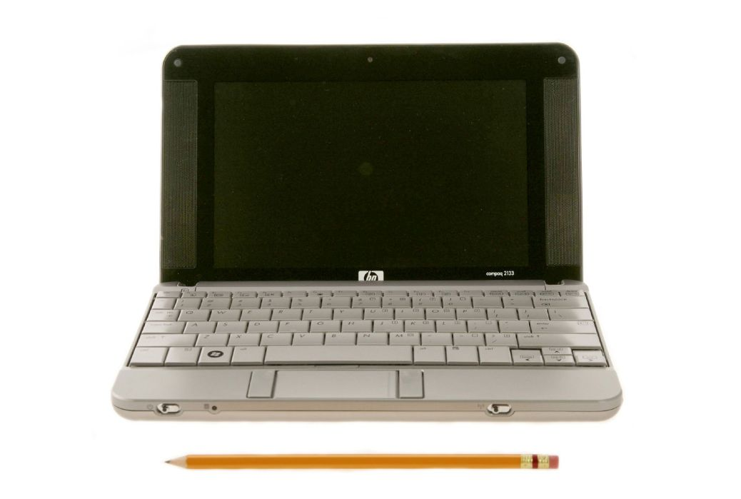 HP_2133_Mini-Note_PC_(front_view_compare_with_pencil)